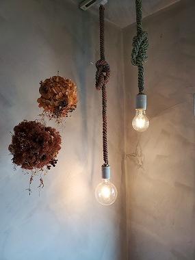 KHAKI.家具、照明、内装の打ち合わせ。